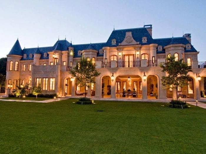 #MansionMonday